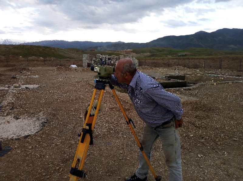 当地技术人员测量.jpg
